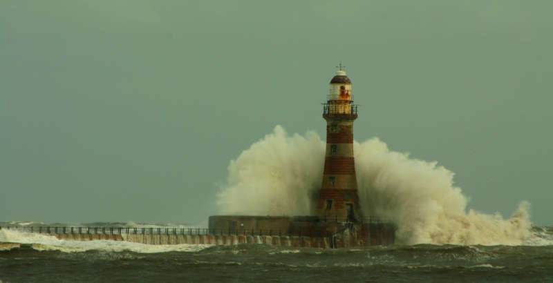 Wearside Tides tables for Sunderland and Seaham - Roker Pier and lighthouse at high tide