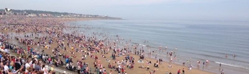 Sunderland International Airshow - crowds on the seafront
